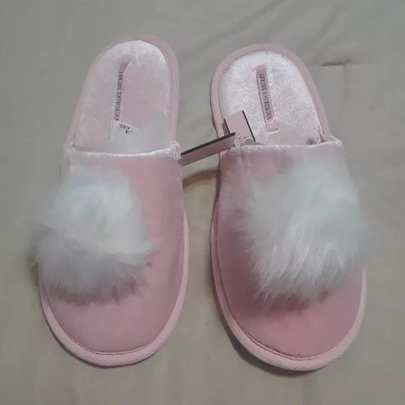 81a1290921 Victoria s Secret fizzy Pom Pom slipper house shoe. NWT